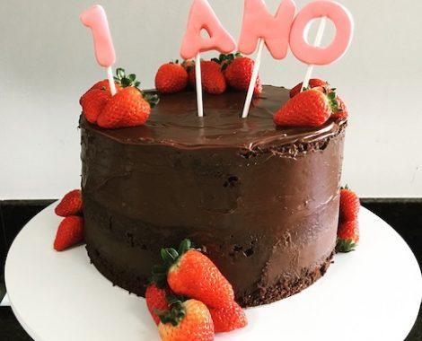 Semi Naked Cake de Chocolate com Morango
